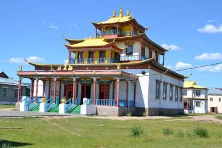 Вроде как именно в этом храме на 8 дней в году народу показывают Хамбу Ламу Итигэлова или ему народ....