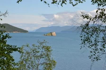 Безымянный остров в бухте Окуневая