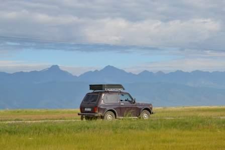 Дорога в Суво идет вдоль Баргузинского хребта.